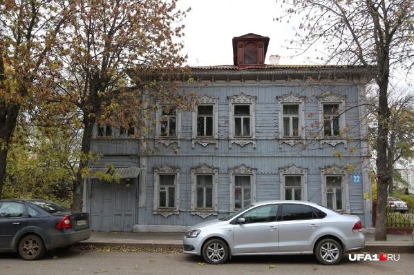 Старинные деревянные домишки должны уступить место парковкам. Так считают городские власти