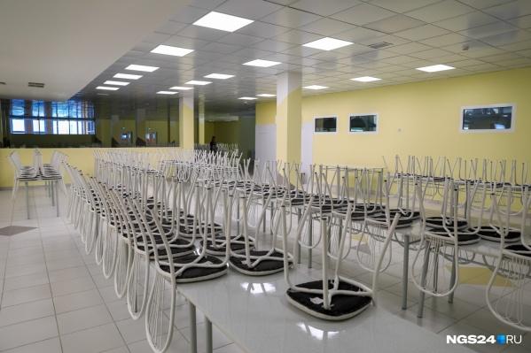 Ученики пожаловались родителям на холодную еду в новой школе в Солнечном