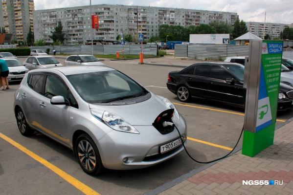 Бесплатная зарядная станция для электромобилей в Омске одна