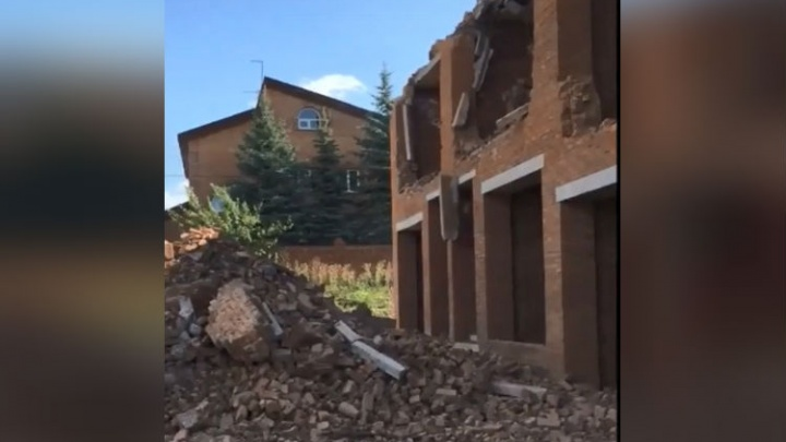 Жилье под снос: под Уфой сровняли с землей незаконный многоквартирный дом