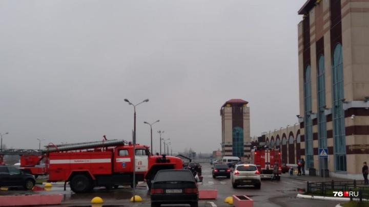 Сигнал о ЧП поступил из торгового центра «Альтаир» в Ярославле: в МЧС сообщили, что произошло
