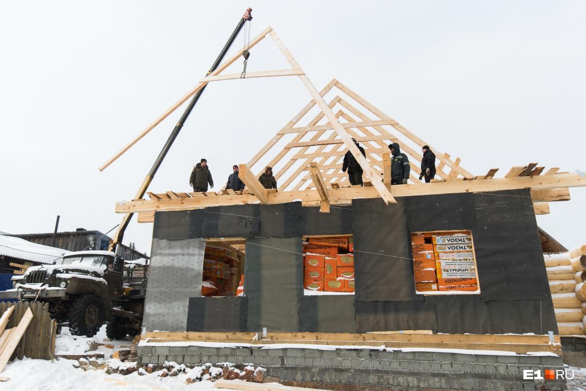 Скоро здание будут загонять под крышу