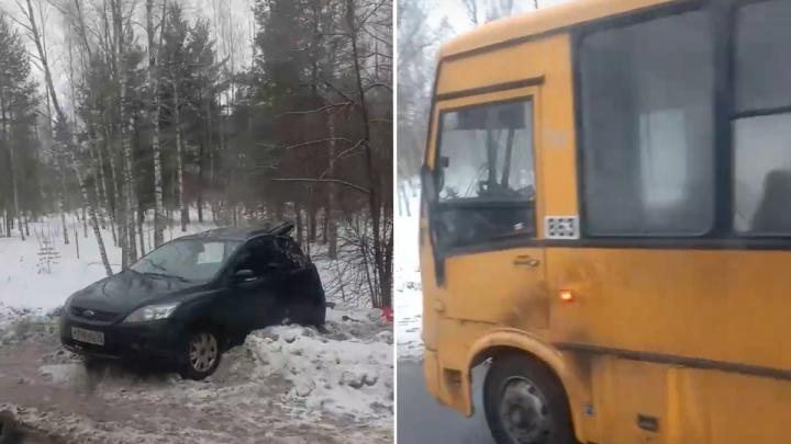 «Машину закрутило»: свидетели рассказали, как столкнулись автобус и легковушка в Ярославле