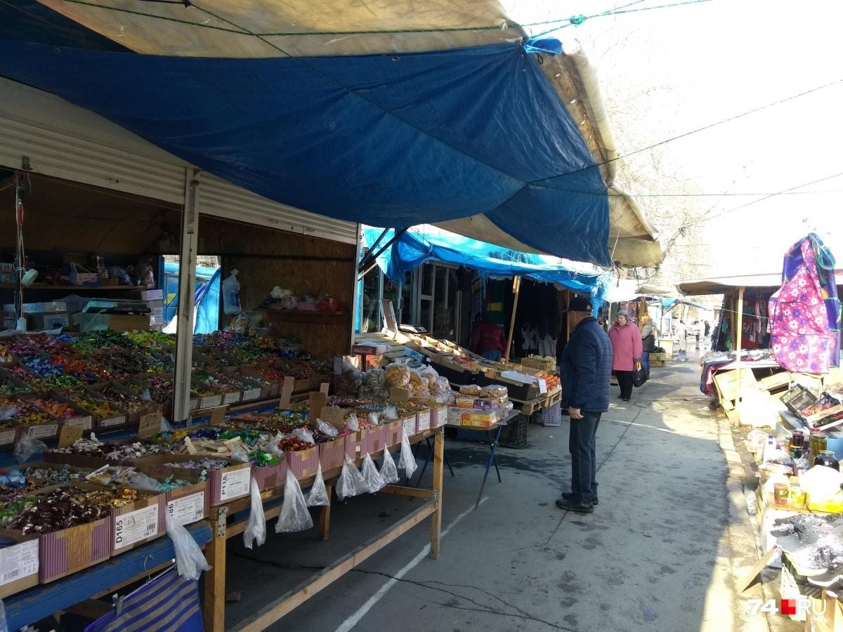 Несмотря на антисанитарные условия на рынке всегда были покупатели