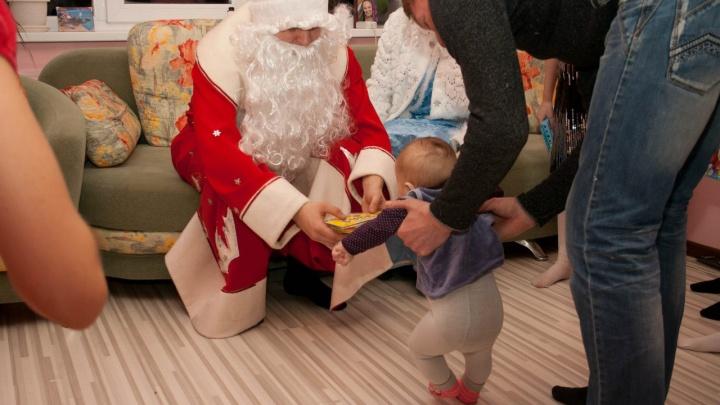«Просили войти через балкон на пятом этаже»: курганские Деды Морозы о заказах и прячущихся детях