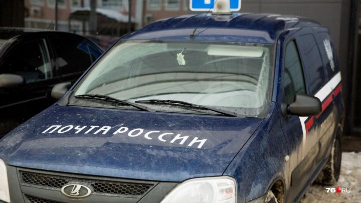 Под Ярославлем машина «Почты России» сбила мужчину на дороге: что известно о состоянии человека
