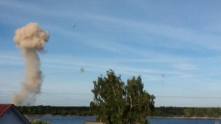 Пермяки обсуждают фотографии огромного клуба дыма в Закамске. Что это было?