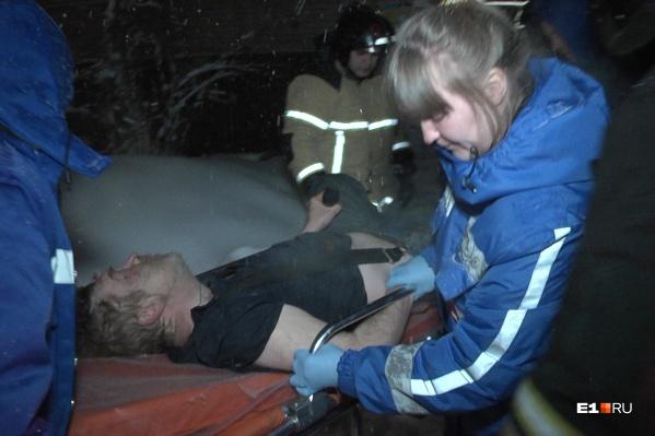 Хозяина квартиры с ожогами увезли в больницу