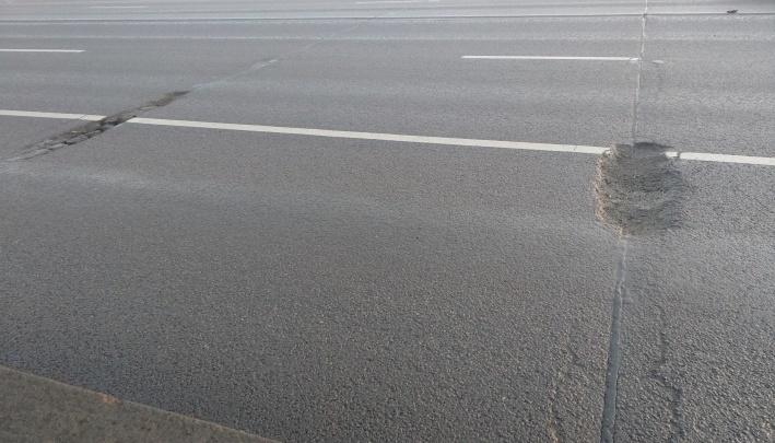 Ночью на 9 Мая рабочие шумно ремонтировали дорогу