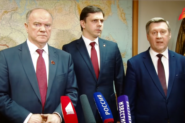 Геннадий Зюганов (слева) и Анатолий Локоть (справа) на брифинге после заседания президиума ЦК КПРФ