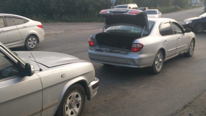 Попавшие в аварию водители вызвали ГИБДД и прождали на дороге больше восьми часов