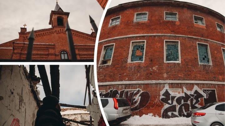 Как Тюмень уничтожает свою историю: гуляем по району круглой бани и других несчастных памятников