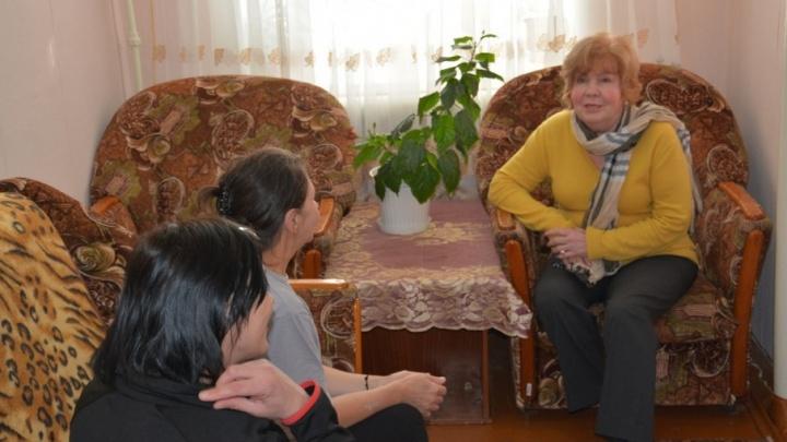 «В камерах уютно, в столовой — диетические блюда»: проверяющая из Москвы оценила курганскую колонию
