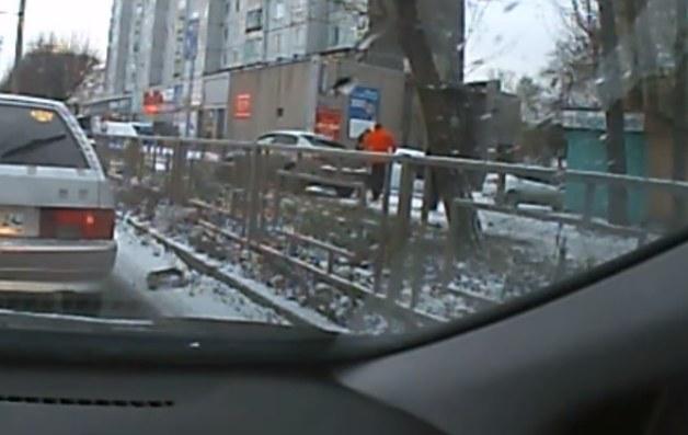 Наказан водитель «Рено», пассажирка которого набросилась на женщину за замечание