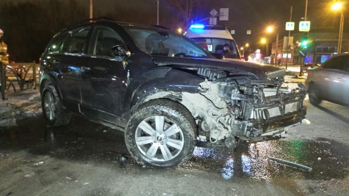 На Московской столкнулись два Chevrolet: пострадал водитель, не уступивший дорогу
