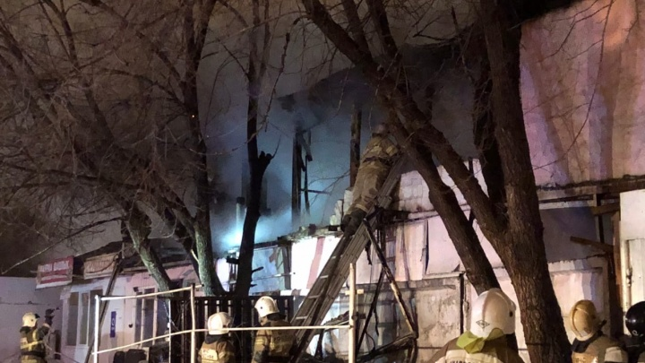 «Были слышны хлопки»: ночью в Самаре горел огромный гаражный массив