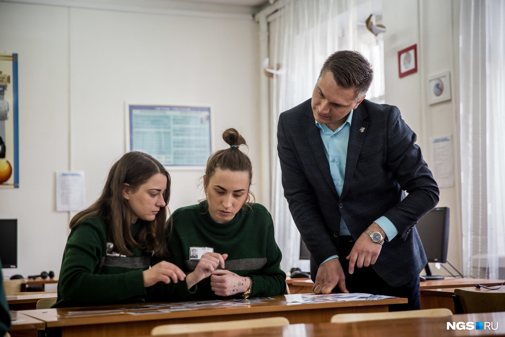 С ученицами Данилко говорит не только об истории, но и о правах человека