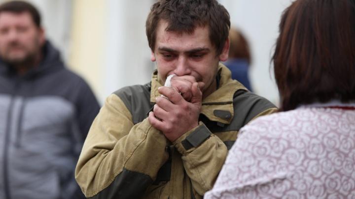 «Плакал, потому что не смог спасти»: в Ростове мужчина вынес на руках детей из горящего дома