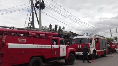 На Декабристов из горящего заброшенного дома спасли мужчину