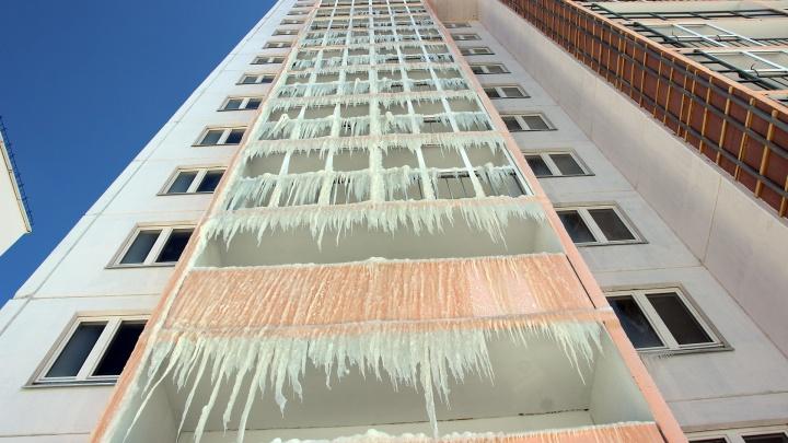 «Я думала, это циклон какой-то прошёл»: репортаж из 16-этажки, в которой поселилась Снежная королева