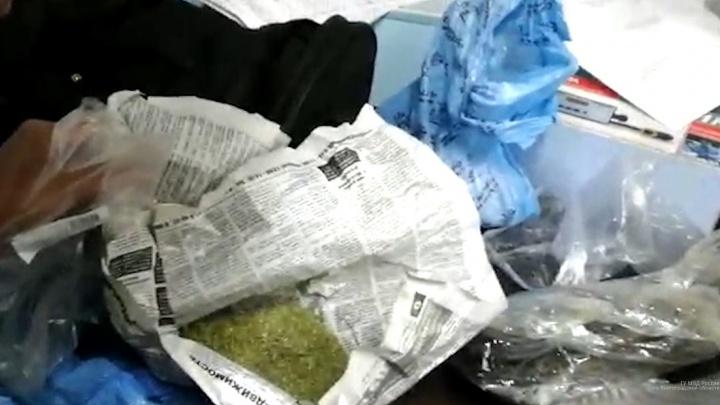 «Для личного пользования»: волжанина задержали на посту ДПС за перевозку наркотиков