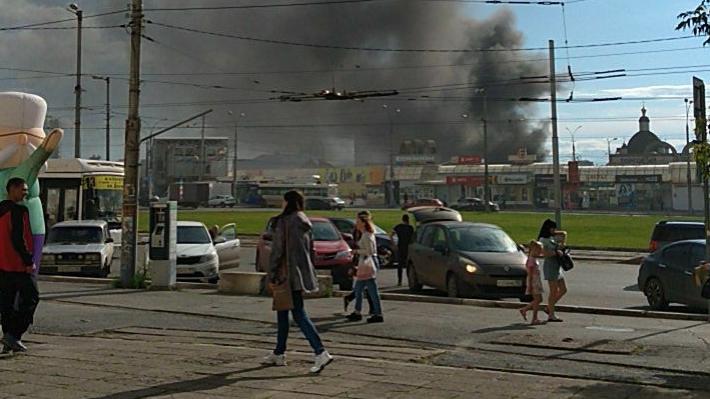 Над городом распространяется дым от сгоревшего пластика. Как не надышаться?
