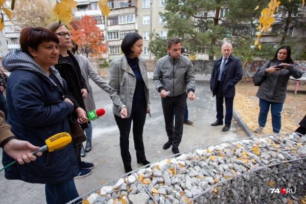 Наталья Котова проверила готовность к открытию нового сквера на Университетской Набережной
