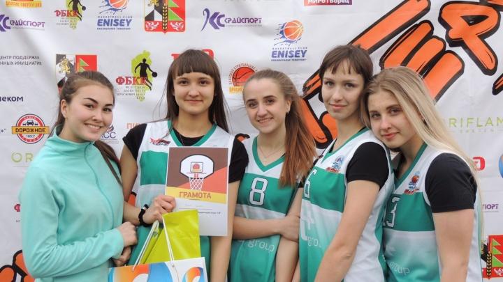 В Иланском «Ростелеком» наградил победителей турнира по стритболу