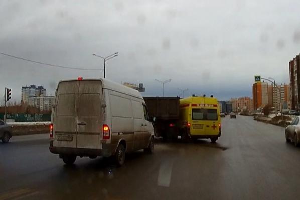 Авария произошла днём 17 января на Университетской Набережной