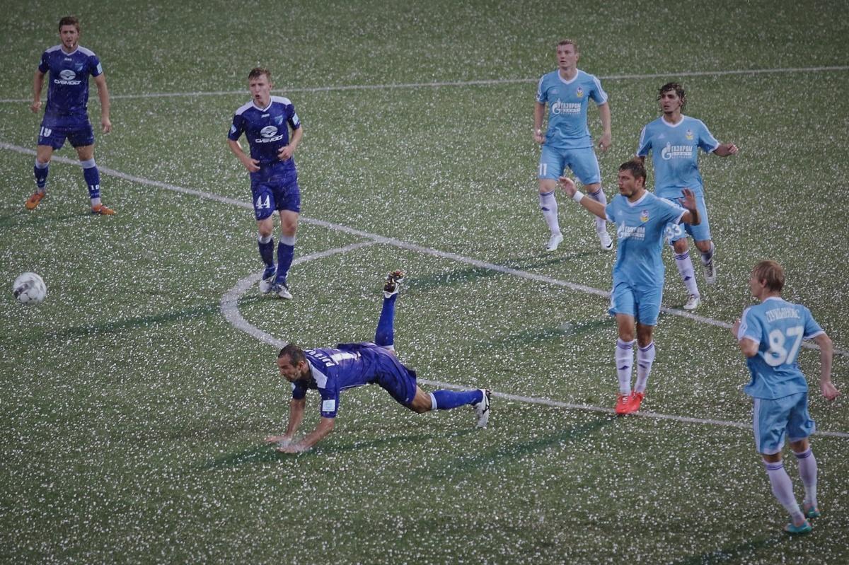 Фотограф сделал этот снимок в 2014 году на одном из матчей ФК «Сибирь»