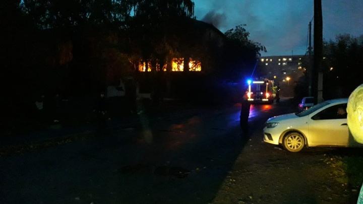В Екатеринбурге опять загорелась школа, которая находится на реконструкции