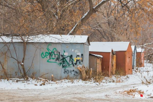 Местные жители не хотят расставаться с гаражами