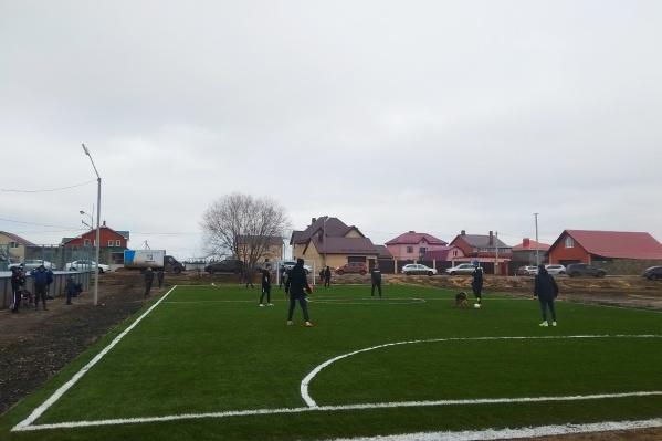 Футбольная площадка пришлась как нельзя кстати в Рубежном, не избалованном благами благоустройства
