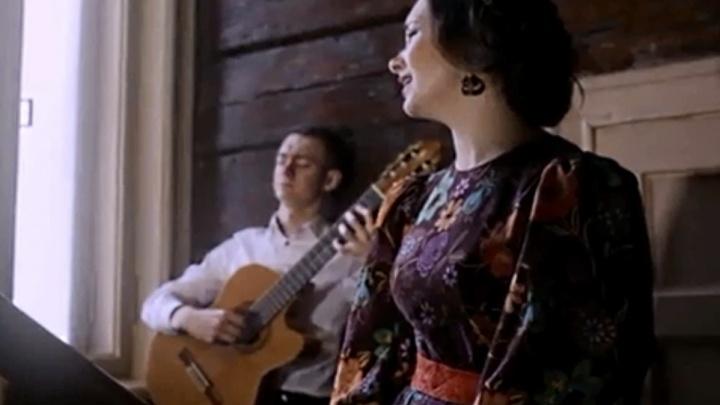 Гитарист с подругой сняли клип на романс начала прошлого века