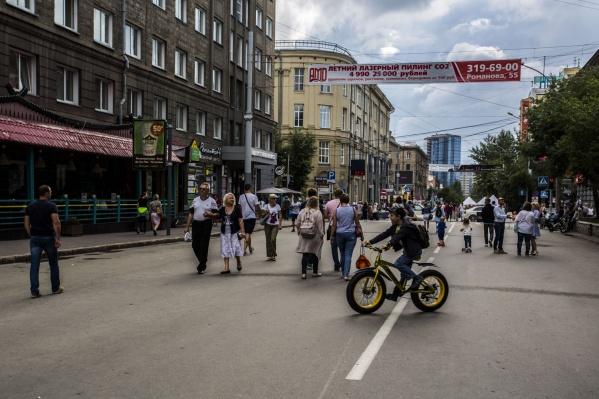 Новосибирцы смогут неделю ходить пешком по проезжей части улицы Ленина