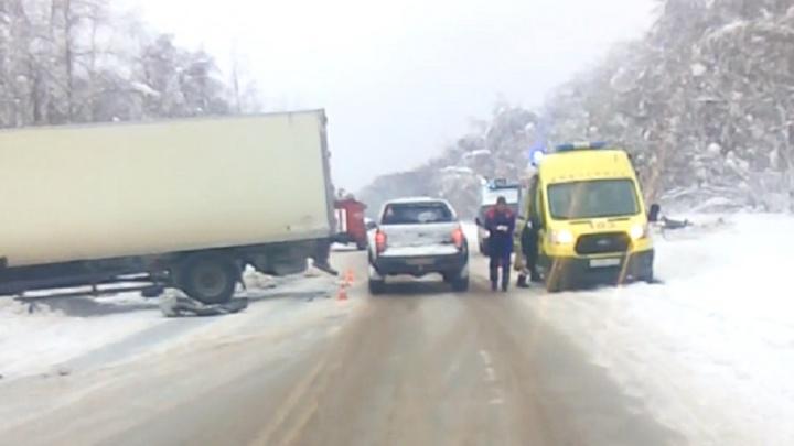На трассе Пермь — Березники внедорожник въехал в грузовик: один человек погиб