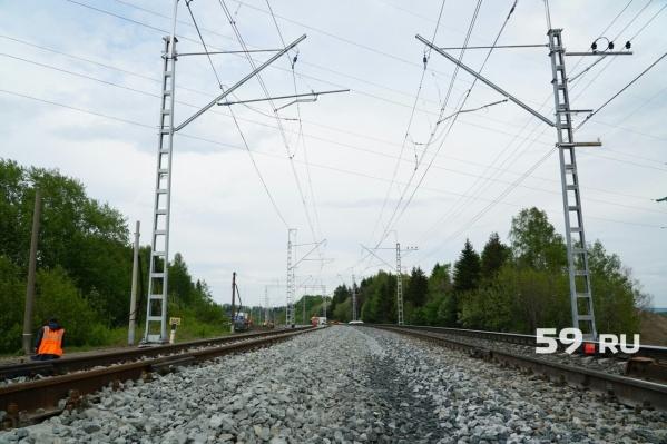 После столкновения с поездом женщина скончалась на месте