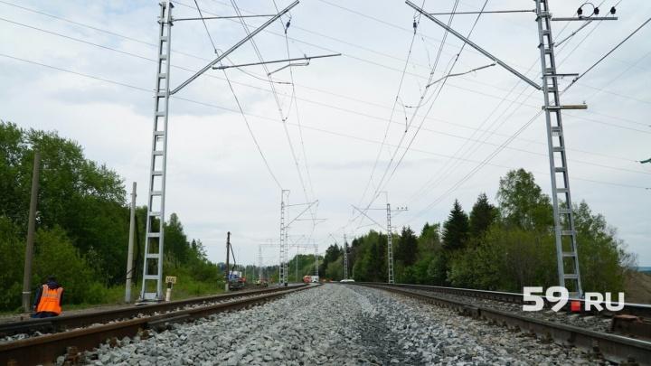 На станции в Кукуштане поезд насмерть сбил 50-летнюю женщину, которая шла вдоль путей