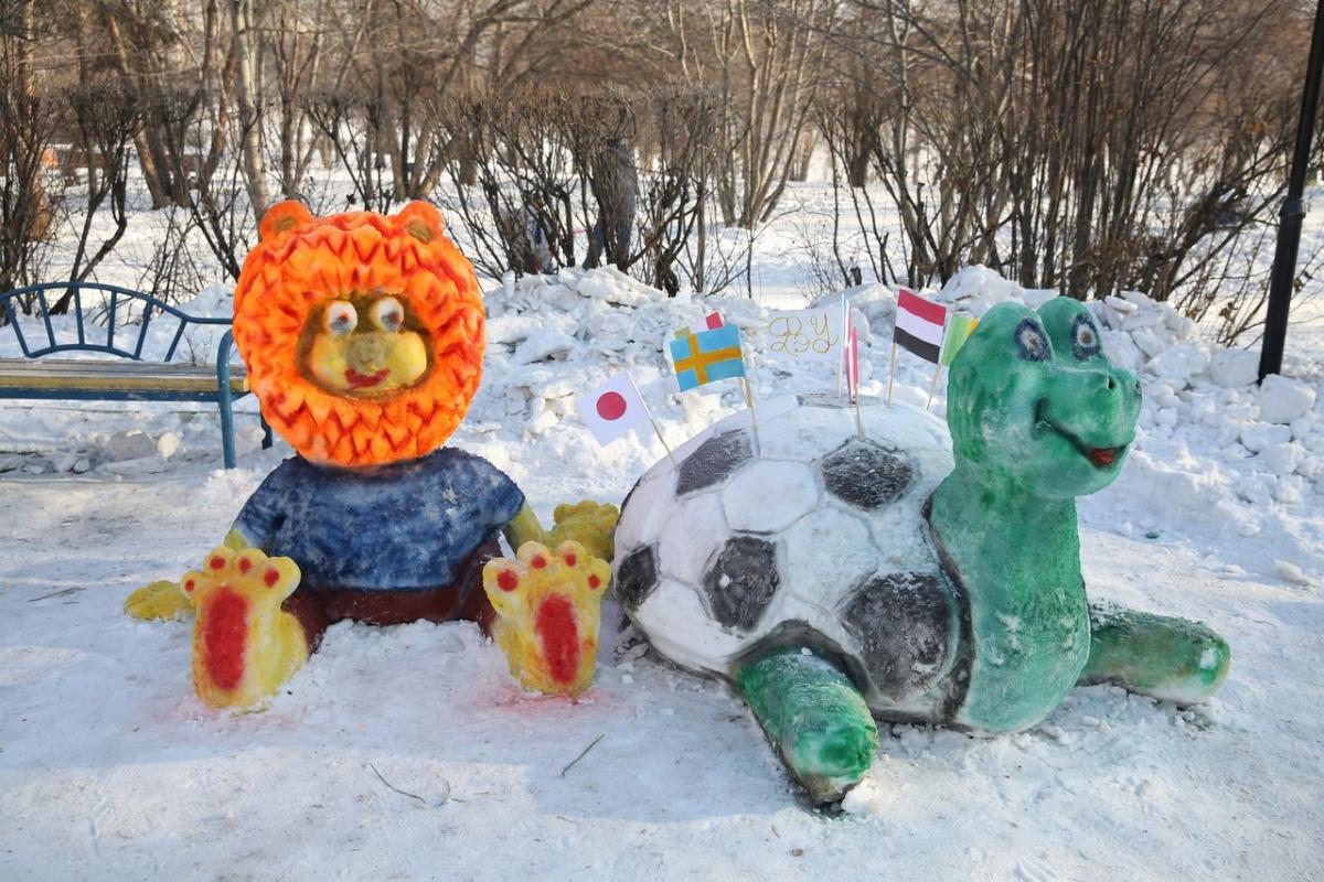 Львёнок и черепаха тоже почему-то стали героями футбольного городка