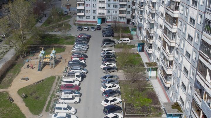 Ребенок выпал в открытое окно в доме в Кировском районе Новосибирска
