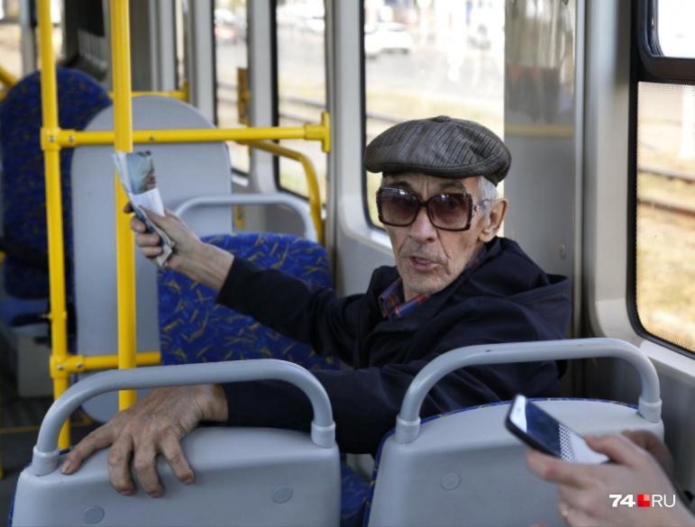 Виктор Захарович считает, что трамвай слишком длинный