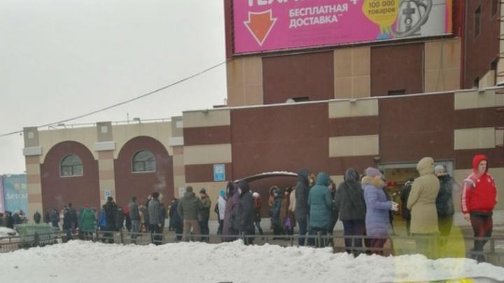 Из торговых центрови театров эвакуируют людей: что происходит