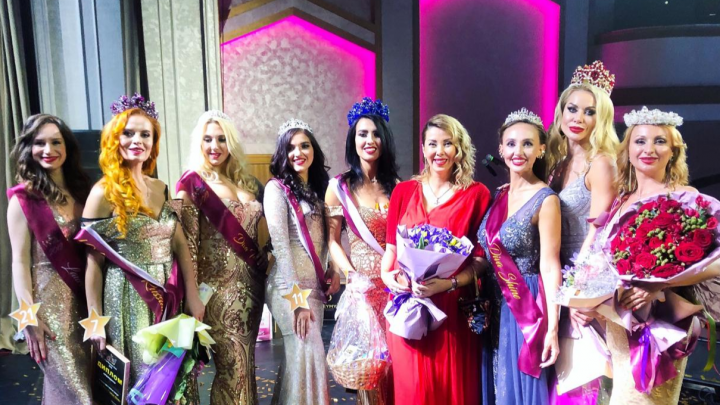 Эффектная брюнетка из Новосибирска взяла титул и корону на конкурсе красоты в Москве