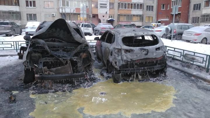 Поджоги четырех иномарок на Московском тракте обернулись уголовным делом