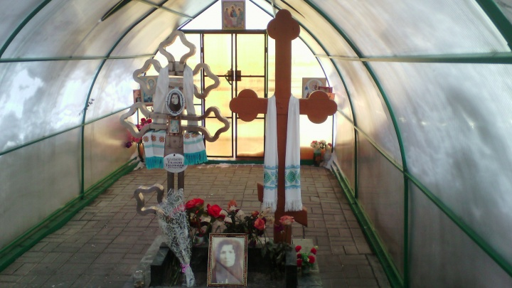 «Будем спать на кладбище и охранять»:на Южном Урале разразился скандал из-за могилы местной святой