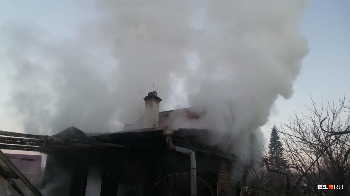 Пожар начался с крыши