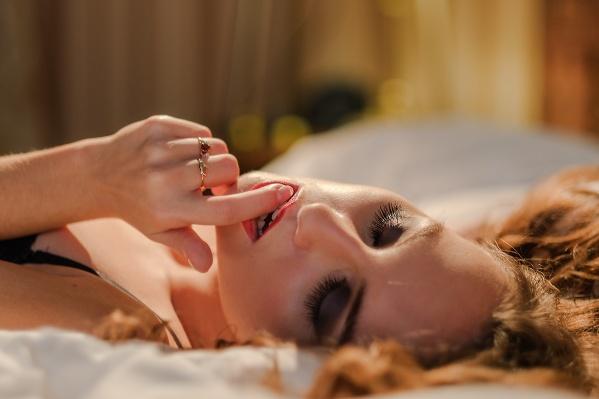 По мнению сексолога, одним из важных условий для сексуального возбуждения является наша чувствительность к запахам