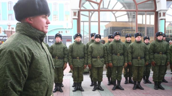 Две сотни новосибирцев записались в армию в День Победы