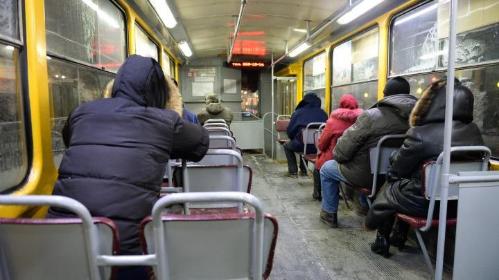 Старые вагоны безнадежны: в гортрансе объяснили, почему в трамваях Екатеринбурга мерзнут пассажиры