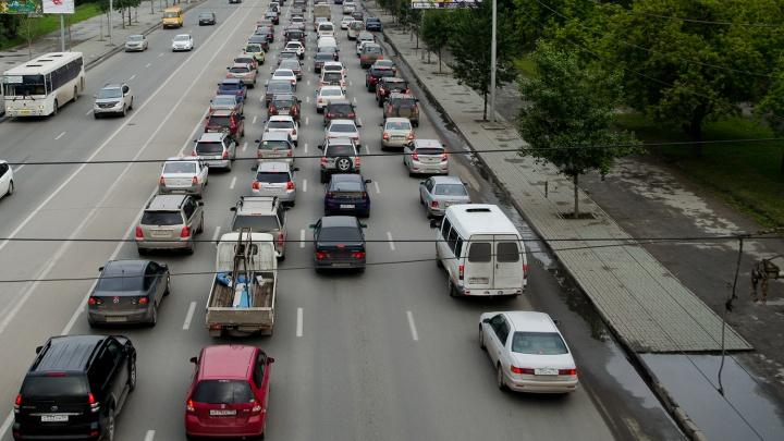 По Бердскому шоссе растянулась 7-километровая пробка